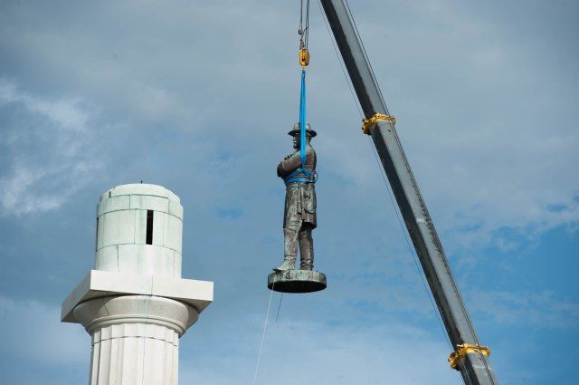 removal of Lee statue